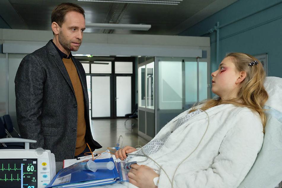 Dr. Kai Hoffmann (Julian Weigend) hat einen Jungen vor einem Straßenbahnunfall gerettet. Doch es hat sich herausgestellt, dass es gar kein Junge, sondern ein Mädchen ist - Svenja Krause (Daria Vivien Wolf).