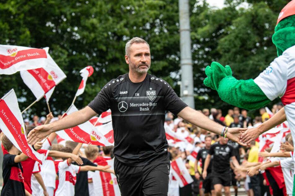 VfB-Trainer Tim Walter beim Trainingsauftakt.