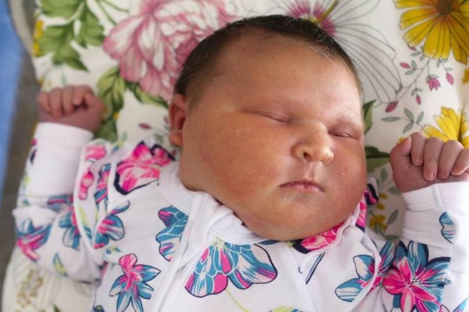 Riesenbaby Remi Frances wog bei der Geburt fast sechs Kilogramm.