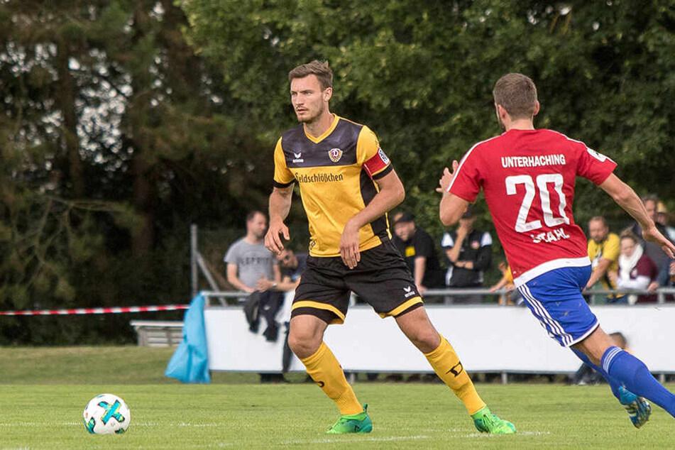 Florian Ballas (l. gegen den Hachinger Dominik Stahl) hat sich verletzt. Die konkrete Diagnose fehlt noch.