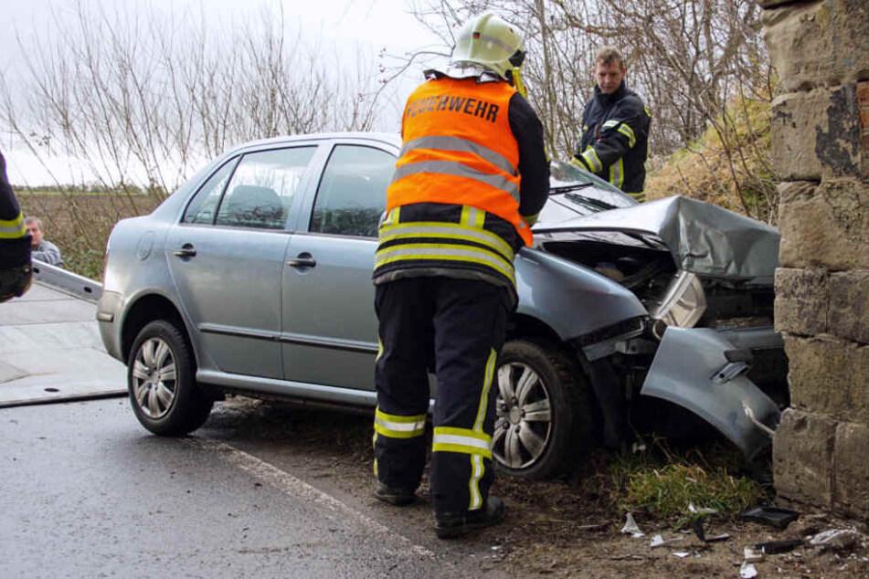 Am Skoda entstand Totalschaden. Der Fahrer wurde verletzt.