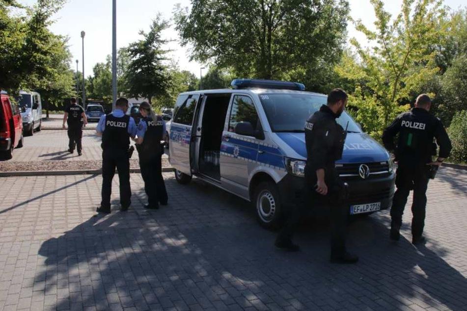Die Polizei ist war mit Hochdruck auf der Suche nach dem Mann.