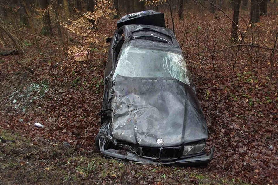 Der BMW eines 25-jährigen Fahrers überschlug sich nach einem Ausweichmanöver mehrfach.