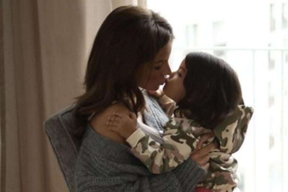 Ina Aogo (30) ist eine fürsorgliche Mutter für Payten (3), doch gegen übertriebene Vorsicht hat sie etwas.