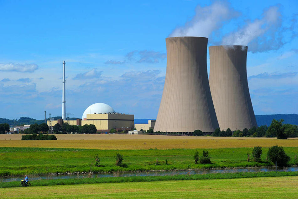 Das Atomkraftwerk liegt nur wenige Kilometer Luftlinie von ostwestfälischen Städten entfernt.