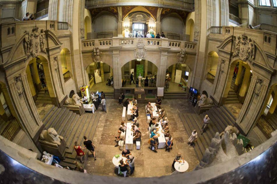 Staunende Gäste: Der sogenannte Bienenkorb in der Sächsischen Staatskanzlei gilt als der schönste Saal eines Ministeriums überhaupt.