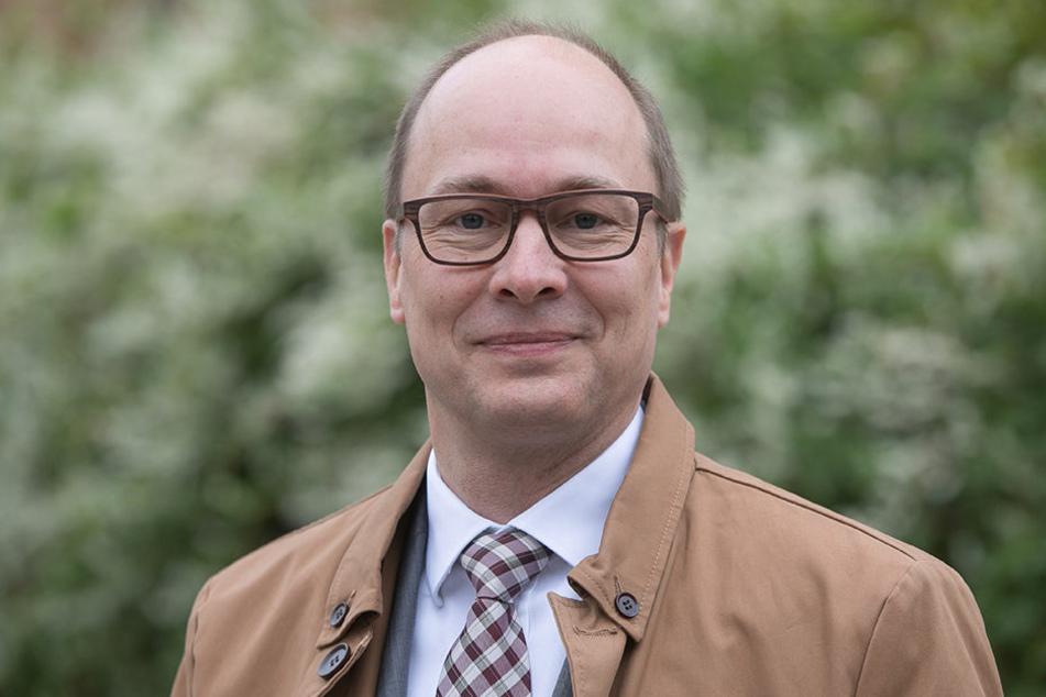 Jörg Süptitz (52) von der Vodafone Kabel Deutschland GmbH sorgt für 100  Kilometer neue Glasfaserkabel in Dresden.