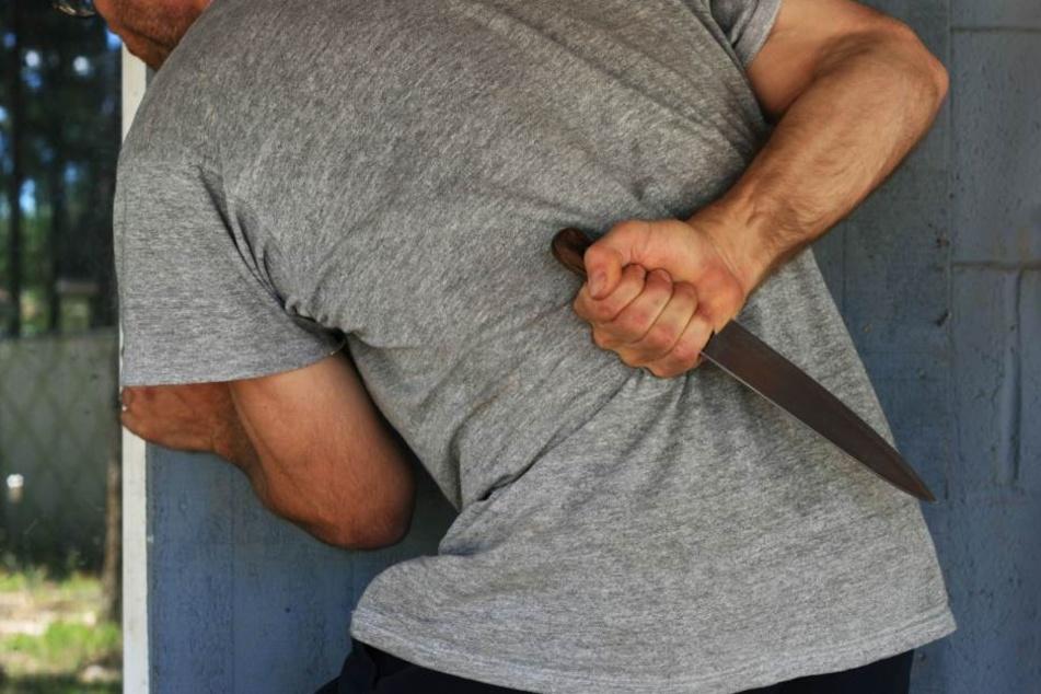 Der Nachbar wurde mit einem Messer bedroht. (Symbolbild)
