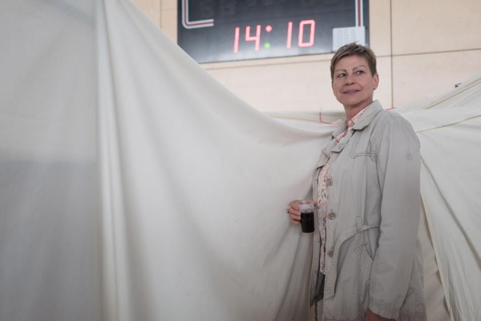 Elke Breitenbach (Die Linke), Senatorin für Integration, Arbeit und Soziales, kündigte an, dass die Sporthalle in Friedrichsfelde geschlossen werden soll.