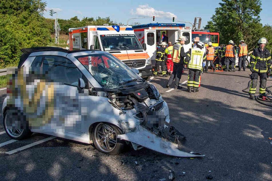 Die L3205 wurde nach dem Unfall für mehrere Stunden voll gesperrt.