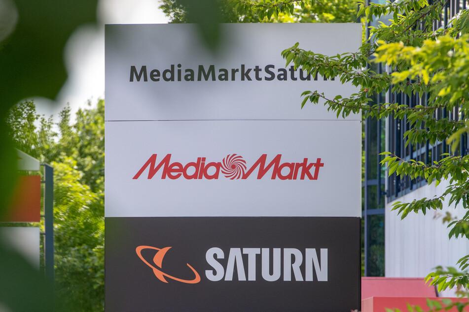 Die beiden Elektronikketten Media Markt und Saturn könnten bald komplett von dem Elektronikhändler Ceconomy übernommen werden. (Symbolbild)