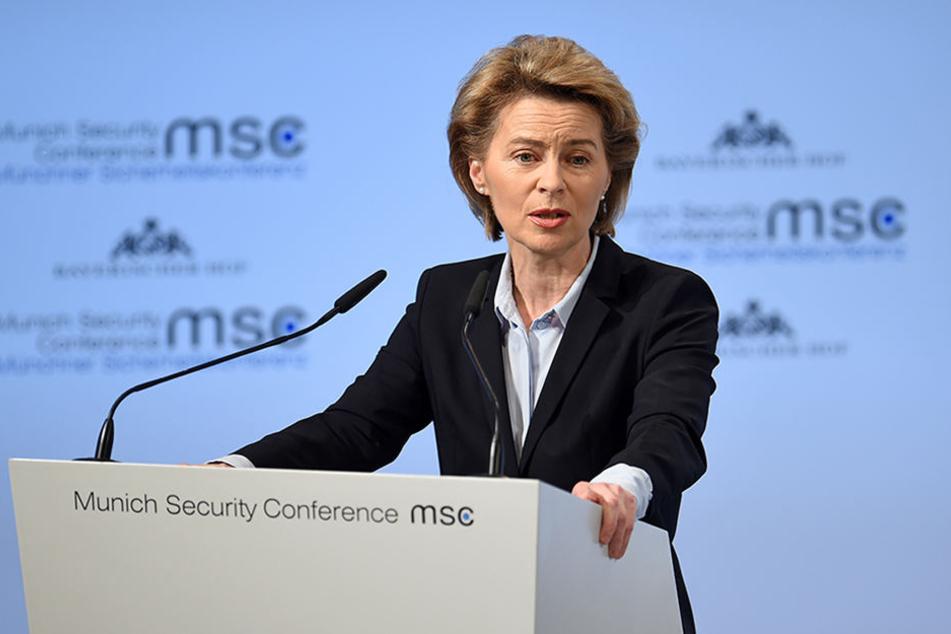 Ursula von der Leyen, Bundesverteidigungsministerin, spricht auf der 54. Münchner Sicherheitskonferenz im Hotel Bayerischer Hof.
