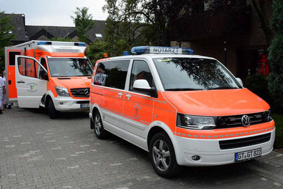Der Notarzt wurde alarmiert und transportierte die beiden Kinder in ein Krankenhaus.