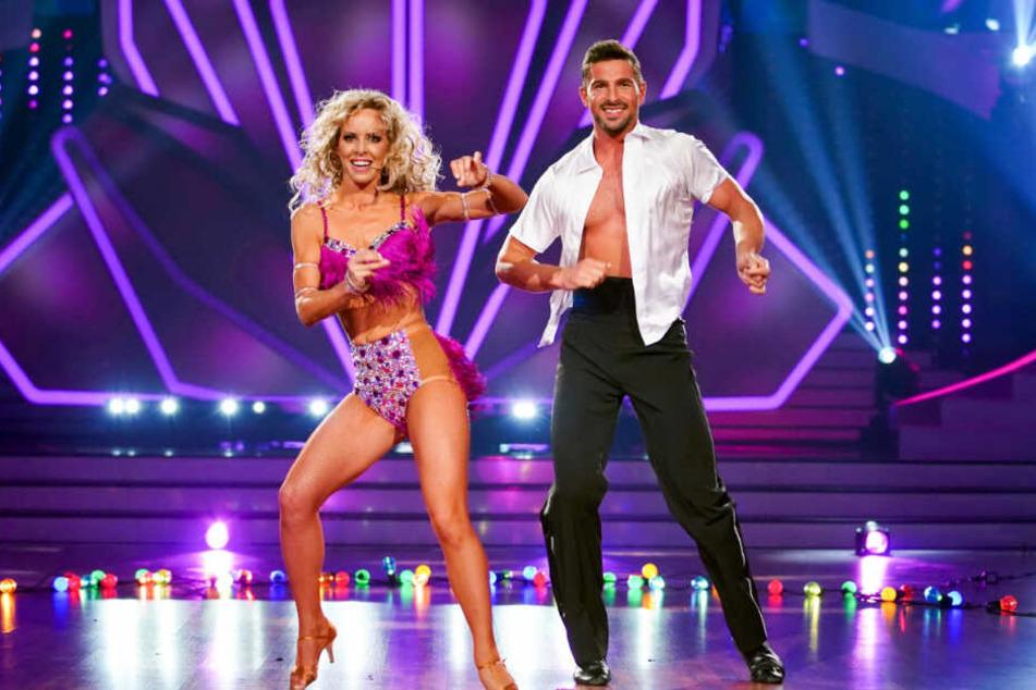 Benjamin Piwko überzeugt mit seiner Tanzpartnerin Isabel Edvardsson mit einer heißen Salsa.
