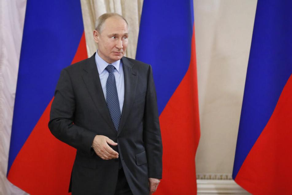 Putin blickt gern skeptisch auf die Handlungen des Westens.