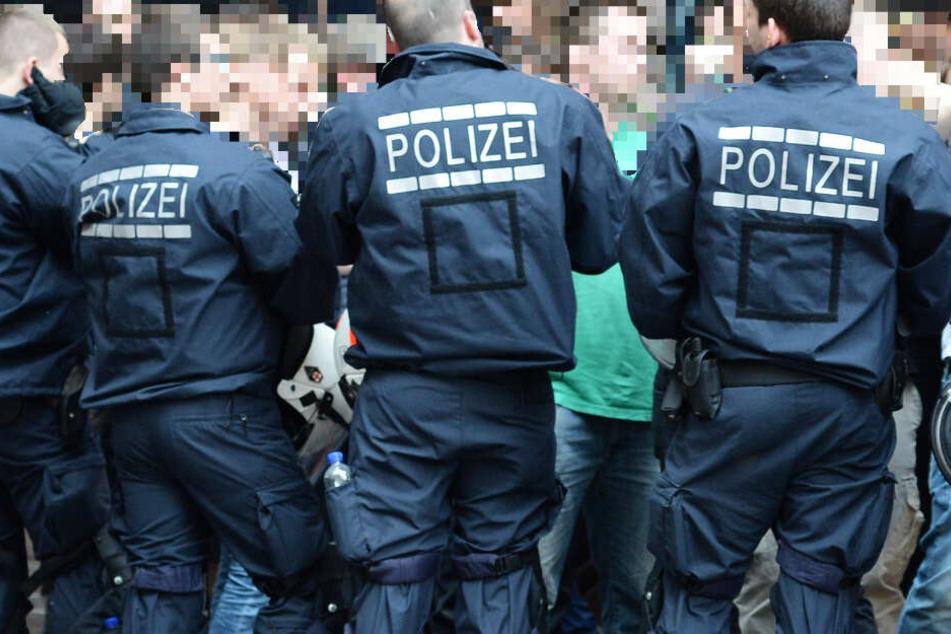 Die Polizei wurde aus der Menge der Flashmob-Teilnehmer heraus angegriffen (Symbolbild).
