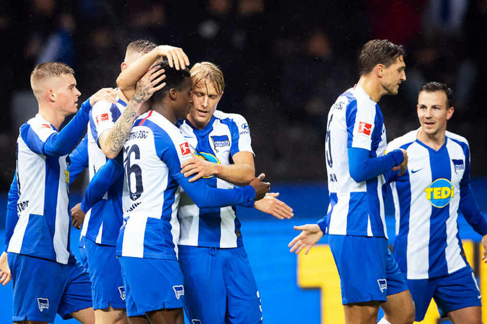 Spiel gedreht: Javairo Dilrosun (Dritter von links) brachte Hertha BSC noch vor der Pause mit 2:1 in Führung.