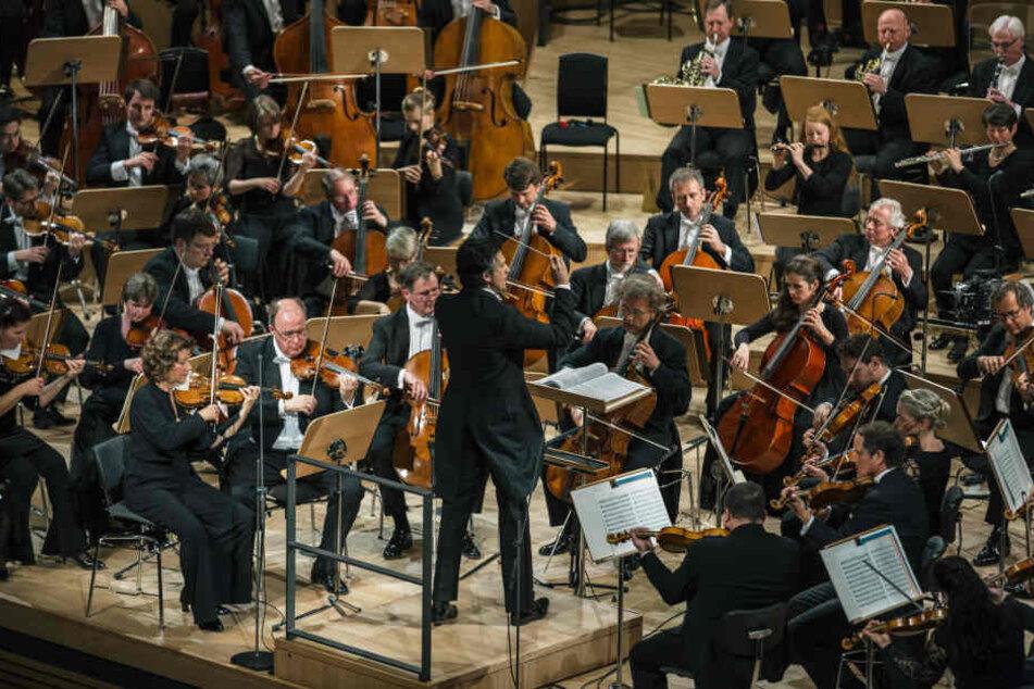 Bei der Einweihung spielte die städtische Philharmonie Musik von Dmitri Schostakowitsch, Franz Schubert und Ludwig van Beethoven unter Leitung von Chefdirigent Michael Sanderling.
