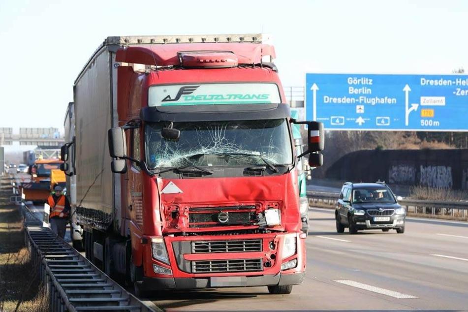 A4-Ausfahrt blockiert! Laster kracht in Stau-Ende