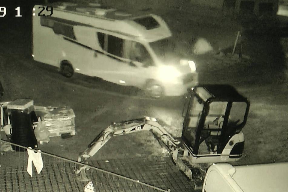 Und tschüss: Mit diesem Wohnmobil fuhren die Täter rotzfrech vom Hof.