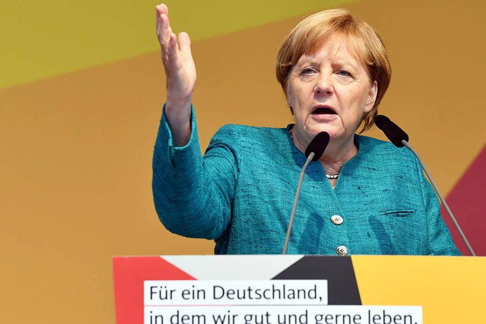 Angela Merkel (63, CDU) wurde bei ihrem Auftritt in Apolda heftig beschimpft.