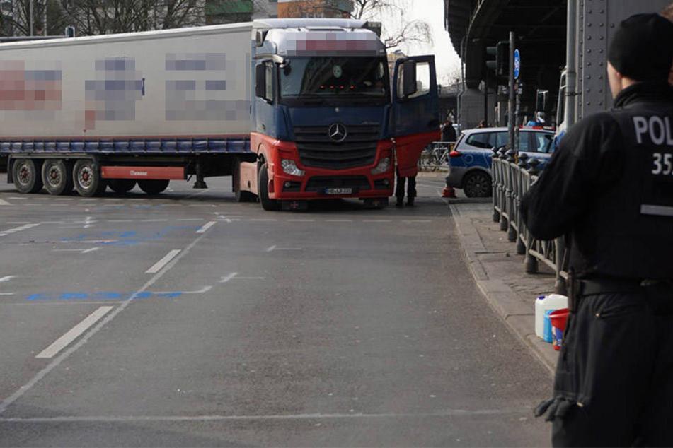 Schon die 7. Verkehrstote in Berlin: Frau am Kotti von LKW überrollt