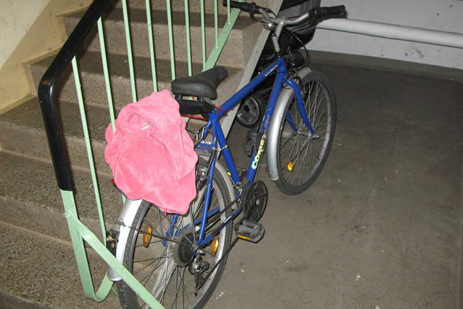 Das Fahrrad des Bombenbastlers: Nach dem plötzlichen Auszug der Araber-WG blieb das Bike im Keller stehen.