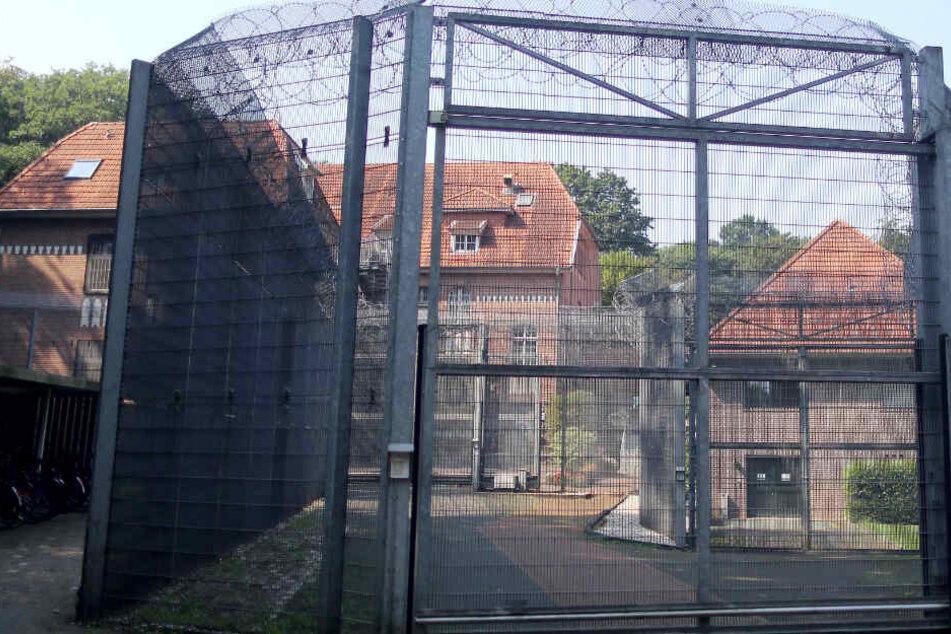 Vier Häftlinge prügeln Pfleger nieder und fliehen aus Psychiatrie