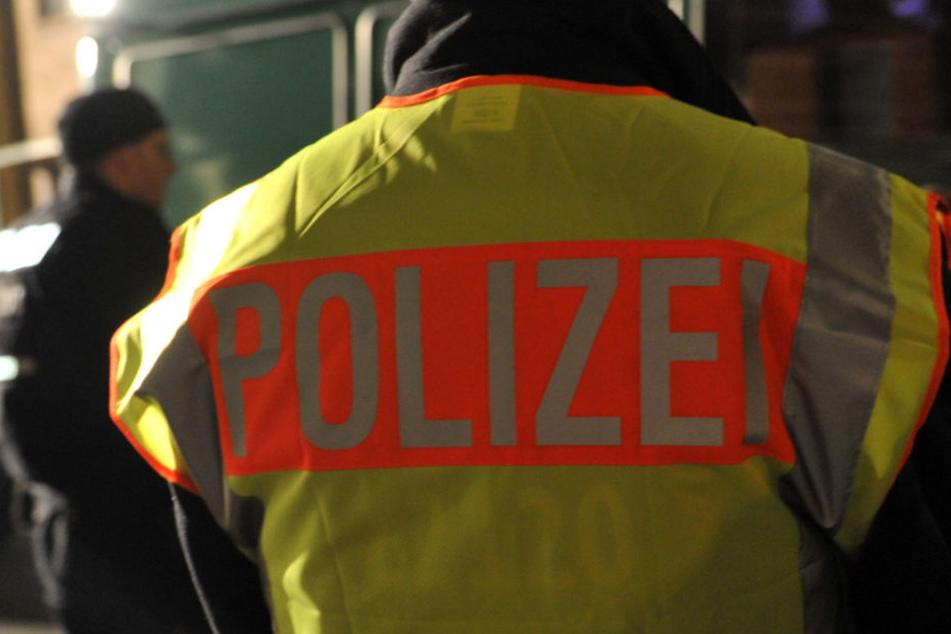 Bei einer nächtlichen Personenkontrolle konnten Polizeibeamte in Gera einen Flüchtigen fassen. (Symbolbild)