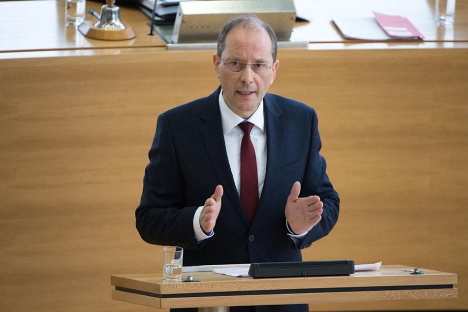 Innenminister Markus Ulbig informierte jetzt über das Personalkarussell bei der sächsischen Polizei.