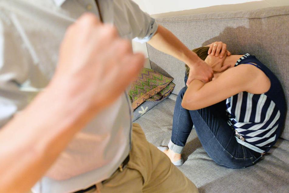 Jahrelang wurde die 36-Jährige von ihrem Ehemann geschlagen. (Symbolbild)