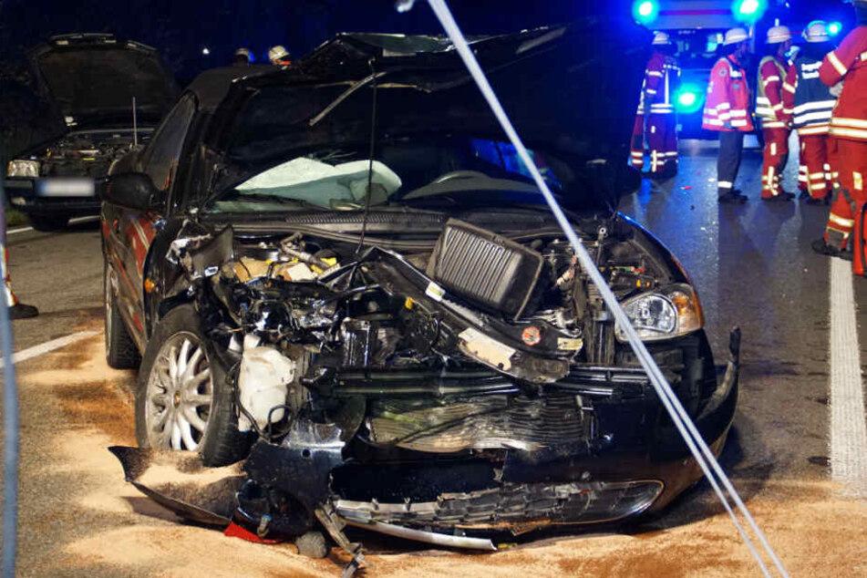 Ein zerstörtes Cabrio.