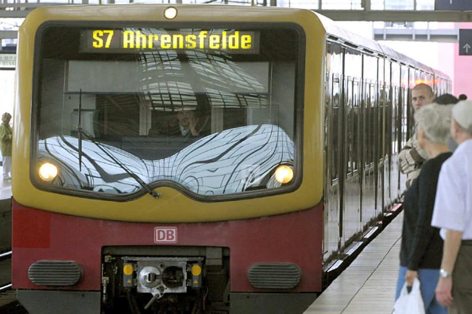 Vor einer Woche kam es bereits zu einer brutalen Attacke am S-Bahnhof Ahrensfelde. (Symbolbild)