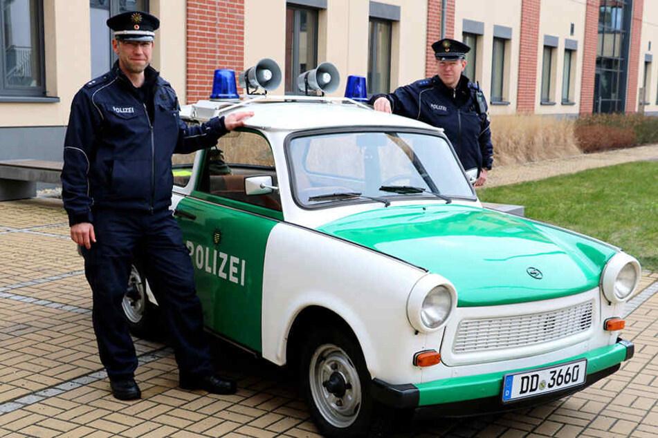 Schicke Rennpappe! Den Einsatz dieses Polizei-Trabis kündigte die Görlitzer Polizei zum 1. April an.