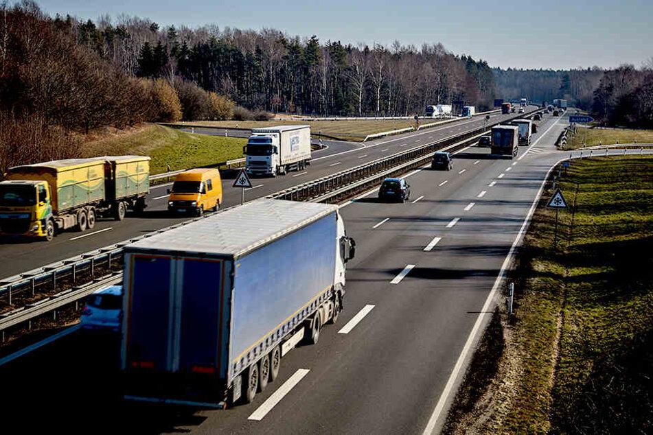 Fahrzeuge rollen auf der Autobahn 4 in Richtung Görlitz.