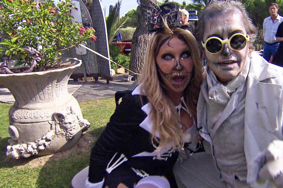 Kaum wiederzuerkennen: Carmen und Robert Geiss im Horror-Kostüm.