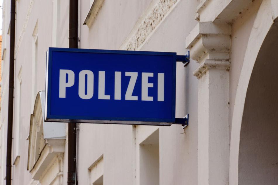 Fotomontage: Der Besuch des Mannes auf der Polizeiwache wurde schnell kurios (Symbolbild).