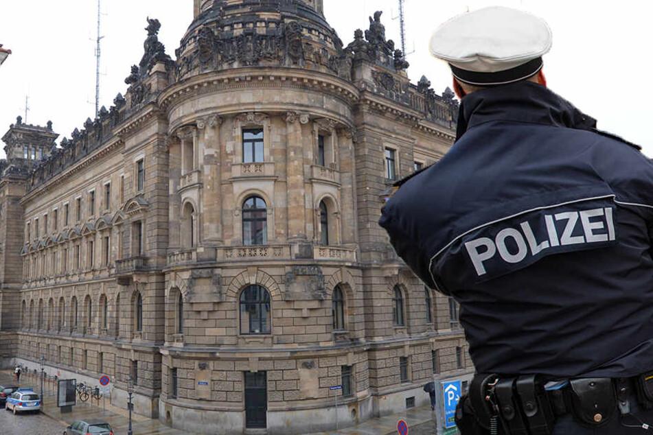 Provokant: Mann zeigt vor Polizeirevier Hitlergruß