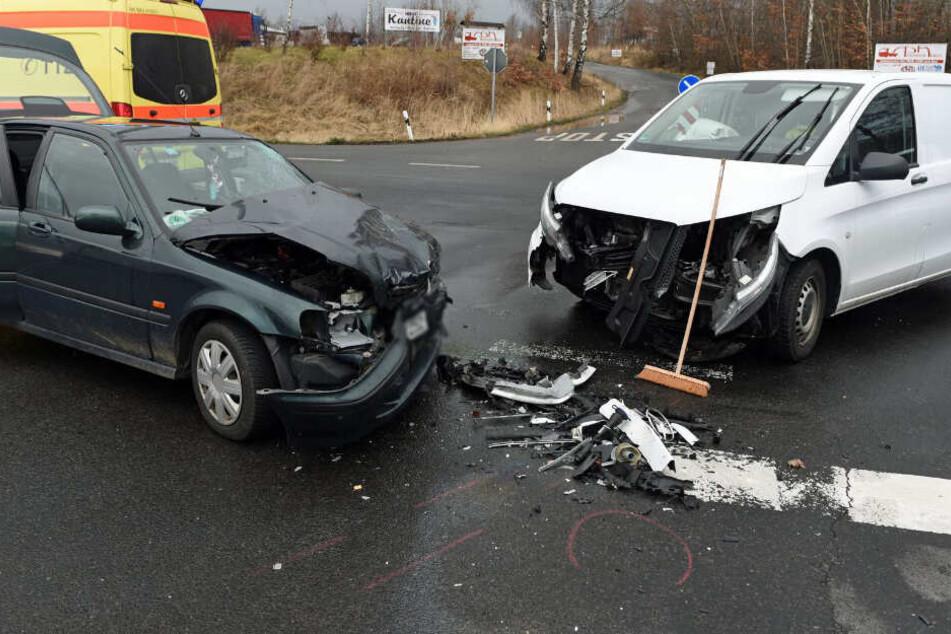 Unfall an A14-Auffahrt: Schwerverletzter bei Frontalcrash