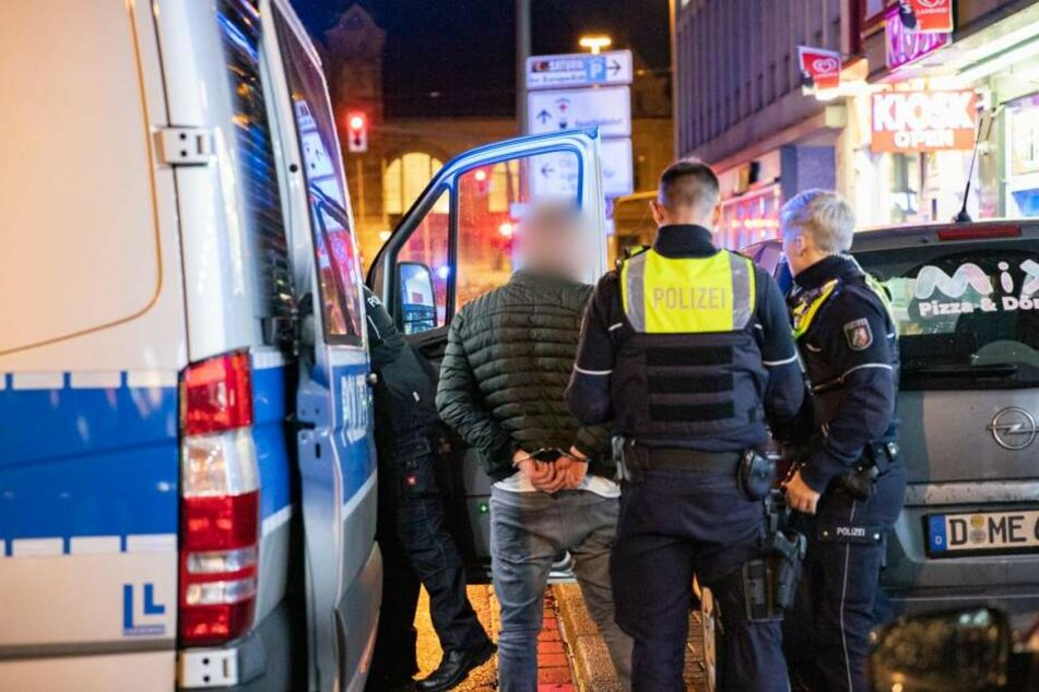 Ein wegen versuchter Tötung gesuchter Mann wurde festgenommen.