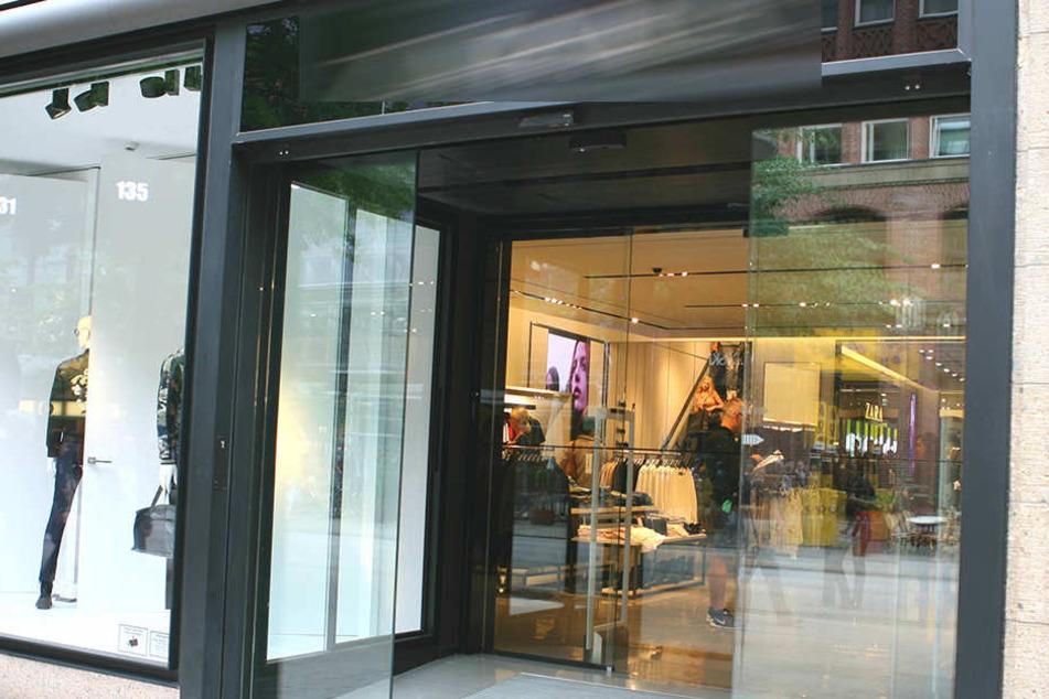 Produziert würde unter widrigen Umständen für Marken wie Zara, Mango, Marks and Spencer und den Online-Händler Asos.