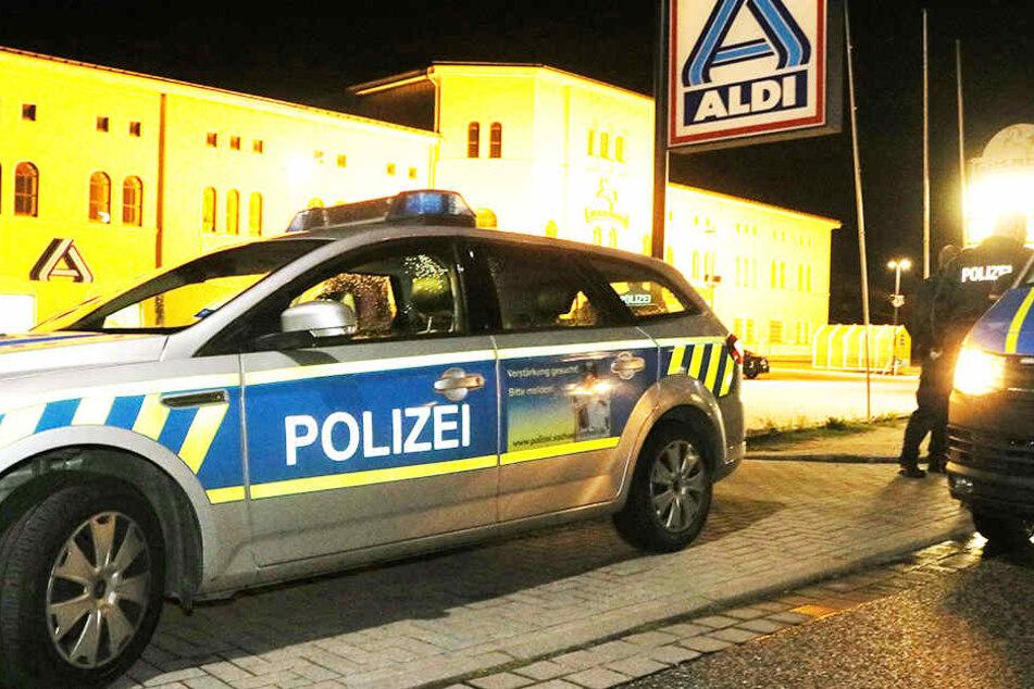 Ein Mitarbeiter des Aldi-Supermarkts in Roßla wurde nach Feierabend bedroht und gezwungen, mit den Räubern zurück in den Markt zu gehen.