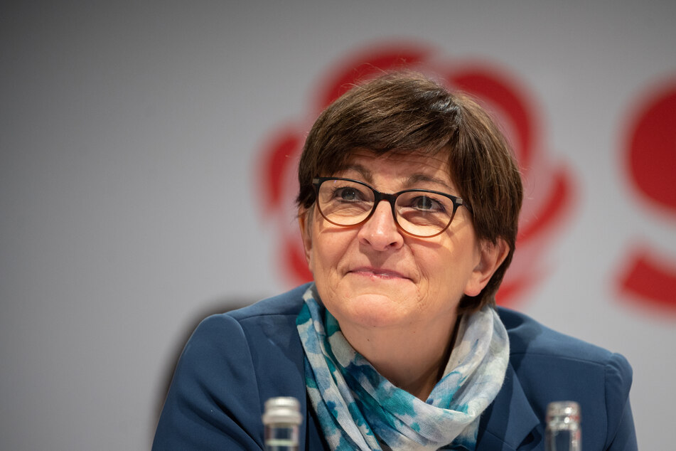 Saskia Esken, SPD-Parteivorsitzende, fordert die Beobachtung der AfD durch den Verfassungsschutz.