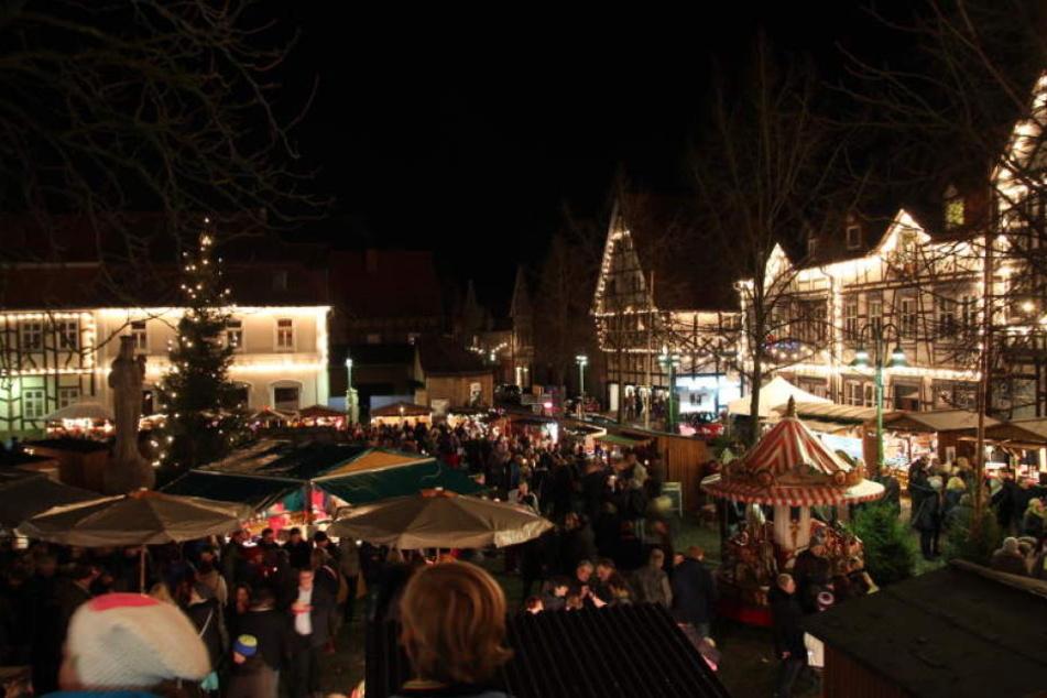 In Warburg findet der Weihnachtsmarkt statt.