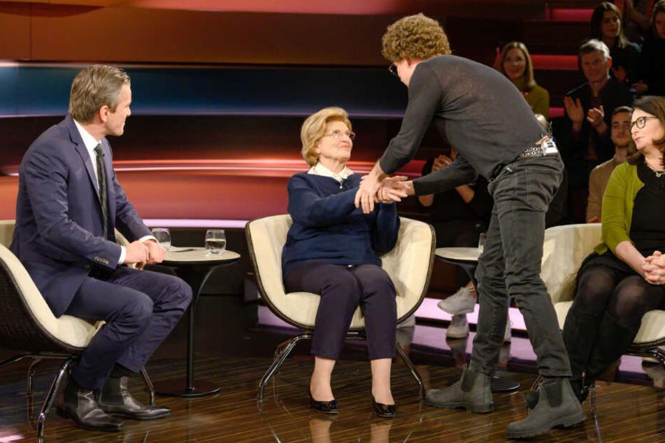 Komiker Atze Schröder entschuldigt sich bei der Holocaust-Überlebenden Eva Szepesi für die fürchterlichen Taten seines Vaters.