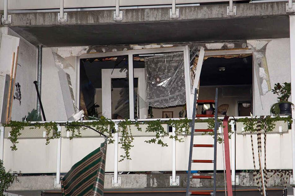 Die Detonation war so heftig, dass Fenster- und Türrahmen aus der Verankerung gerissen wurden.