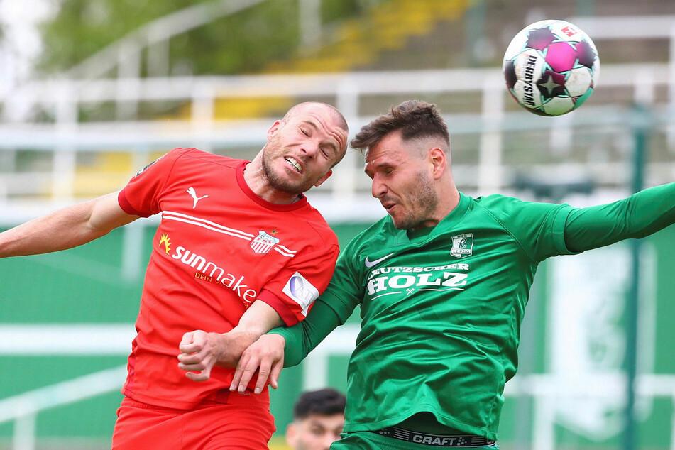 Umkämpftes Sachsenpokal-Match am Samstagnachmittag zwischen dem FSV Zwickau (hier Manfred Starke, l.) und der BSG Chemie Leipzig (hier Manuel Wajer).