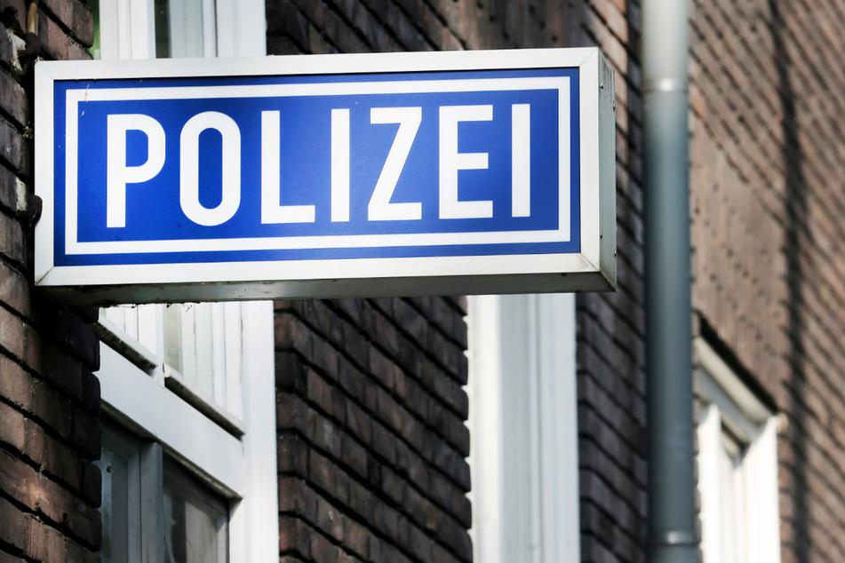 Frau will Geschenk bei Polizei abholen: Das wird ihr zum Verhängnis