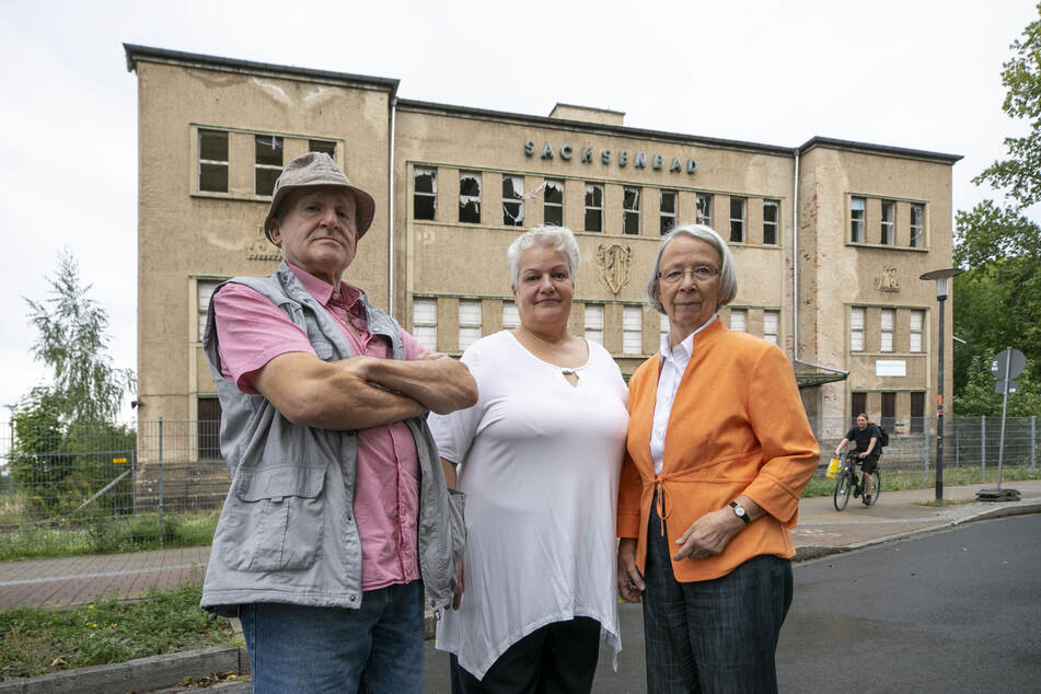 Kurt Schilling (72), Heidi Geiler (64) und Christine Swaboda (82) setzen sich für den Erhalt des Sachsenbades als Schwimmhalle ein.