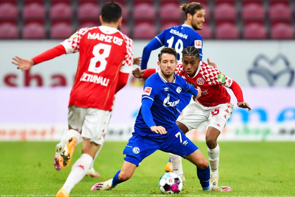 Im Hinspiel bewies Schalke um Stürmer Mark Uth (29, 2.v.l.) gegen den 1. FSV Mainz 05 um Leandro Barreiro (21, r.) Moral, kam zweimal zurück und erkämpfte sich am Ende ein 2:2-Unentschieden.